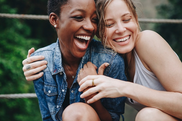 Namoradas, tendo um ótimo tempo juntos