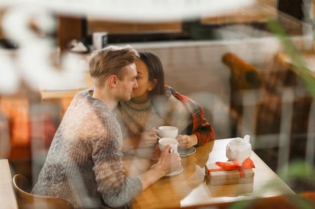 Namoradeira no café