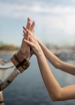 Namorado e namorada passando um tempo juntos