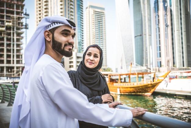 Namoro árabe casal