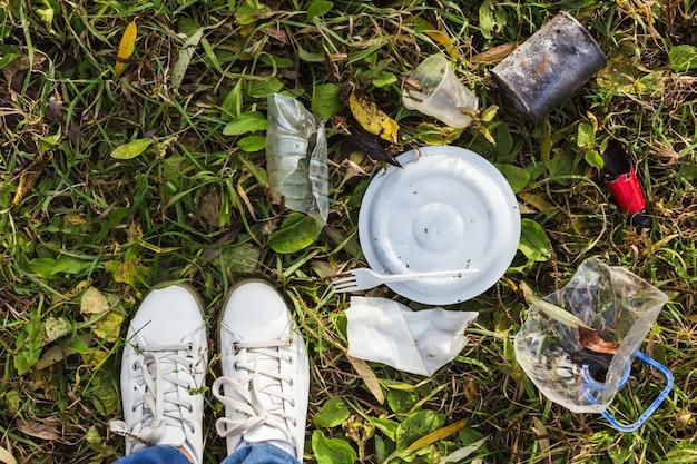 Não há coleta de lixo e vida no campo. limpe o planeta