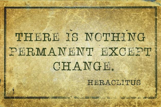 Não há nada permanente, exceto a mudança - citação do filósofo grego antigo heráclito impressa em papelão grunge vintage