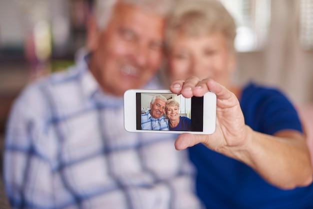 Não somos muito velhos para tirar uma selfie