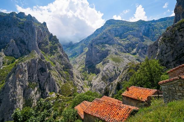 Naranjo de bulnes pico urriellu em picos de europa