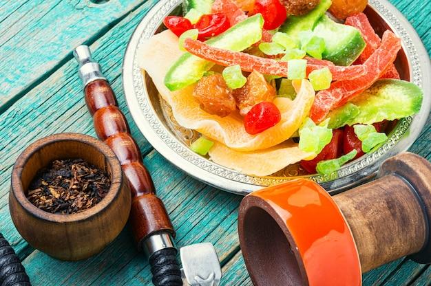 Narguilé turco com frutas secas