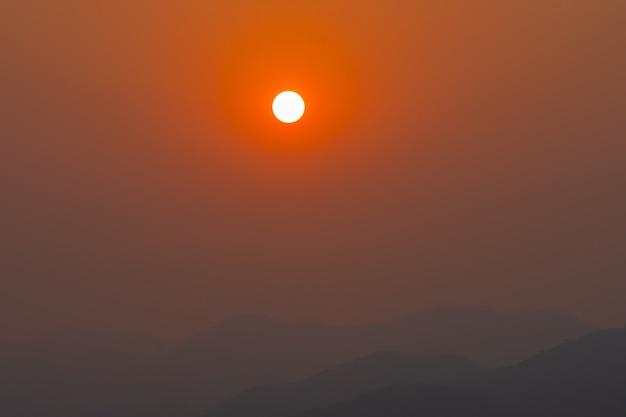 Nascer do sol da manhã, nascer do sol com nuvens