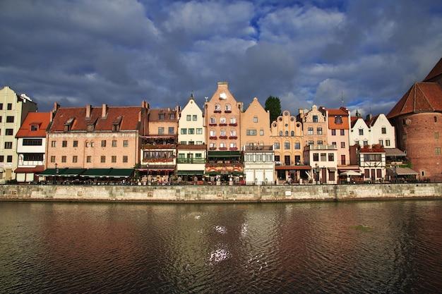 Nascer do sol em gdansk no norte da polônia