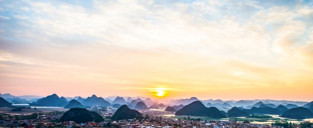 Nascer do sol na montanha
