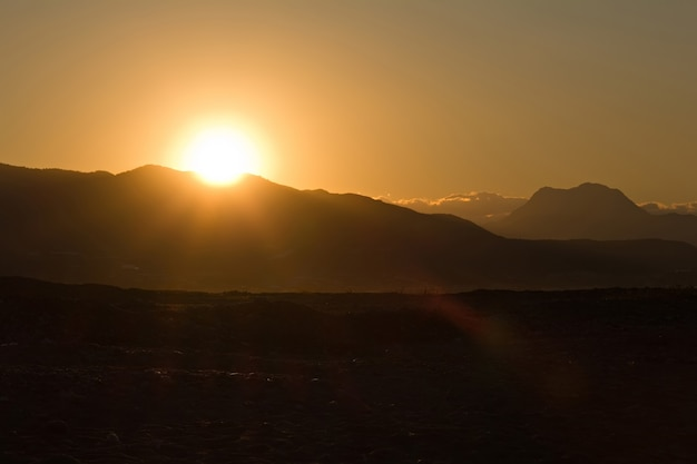 Nascer do sol nas colinas da turquia