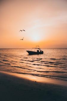 Nascer do sol no barco
