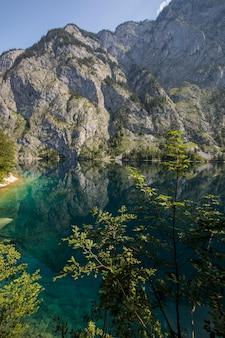 Nascer do sol no lago obersee, baviera, sul da alemanha. europa