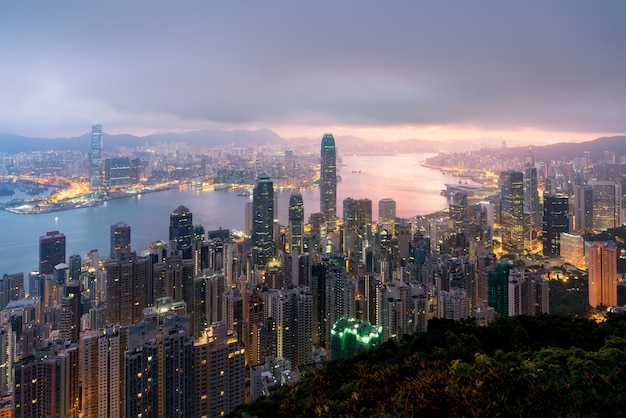 Nascer do sol sobre o porto de hong kong victoria do pico de victoria com hong kong
