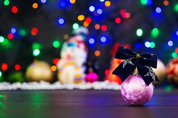 Natal com bolas e fundo de guirlanda