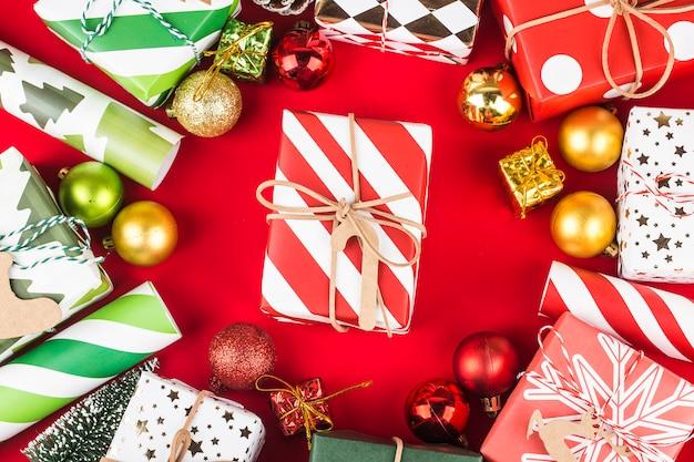 Natal com caixas de presente, vista superior com espaço de cópia.