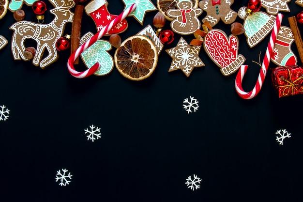Natal com gengibre, canela, laranja, doces e bolas.