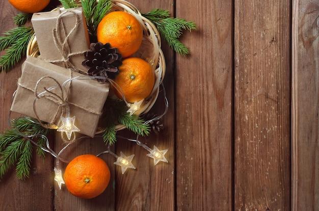 Natal com tangerinas e ramos de abeto