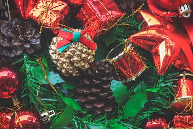 Natal decorativo colorido e feliz ano novo ornamentos fundo