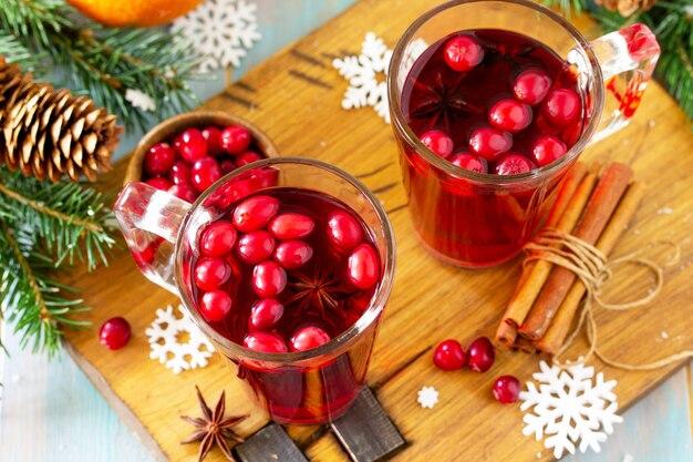 Natal drinks closeup bebida quente de inverno com cranberries e canela