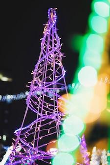 Natal e ano novo na europa. férias de natal de inverno. decoração festiva de rua.