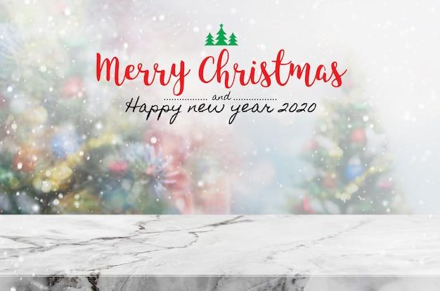 Natal e feliz ano novo 2020 na mesa de pedra de mármore vazia