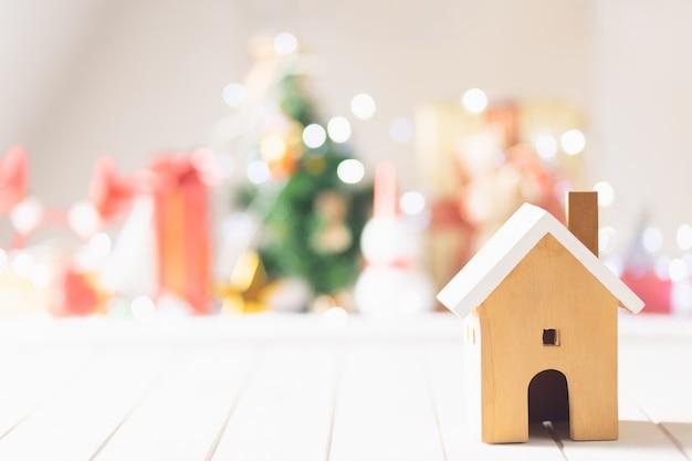 Natal em casa elegante em fundo branco de madeira