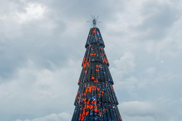 Natal maravilhoso no rio de janeiro, brasil - 10 de janeiro de 2021: árvore de natal do projeto maravilha do natal na praça mauá no rio de janeiro.
