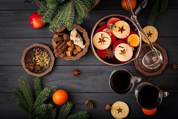Natal mulled vinho e especiarias. postura plana. vista do topo
