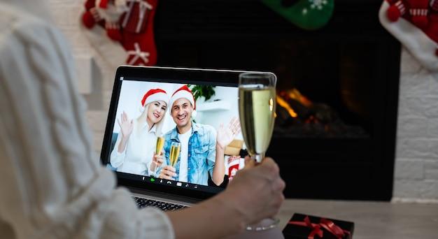 Natal online feriado remoto celebração x mas ano novo em bloqueio coronavírus quarentena covid 19 novo normal, distância social, comunicação remota, vocação ficar em casa, festa de natal online