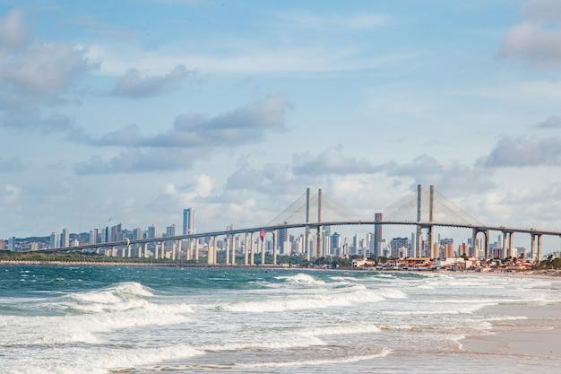 Natal, rio grande do norte, brasil - 12 de março de 2021: foto da ponte newton navarro da cidade de natal, rn. Foto Premium