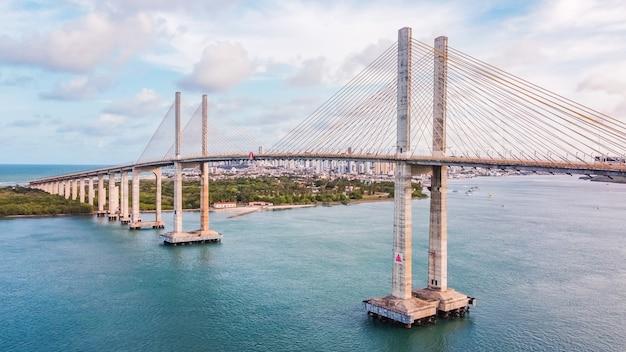 Natal, rio grande do norte, brasil - 12 de março de 2021: foto da ponte newton navarro da cidade de natal, rn.