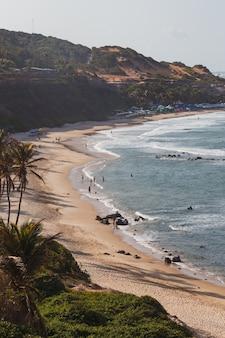 Natal, rio grande do norte, brasil - 12 de março de 2021: praia da pipa no rio grande do norte