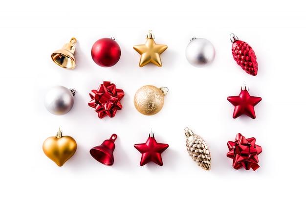 Natal vermelho, prata e ouro decorações isoladas no branco