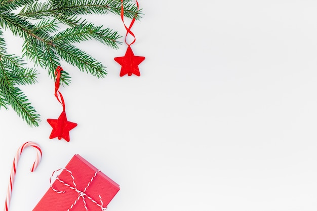 Natal vermelho presente abeto galho branco