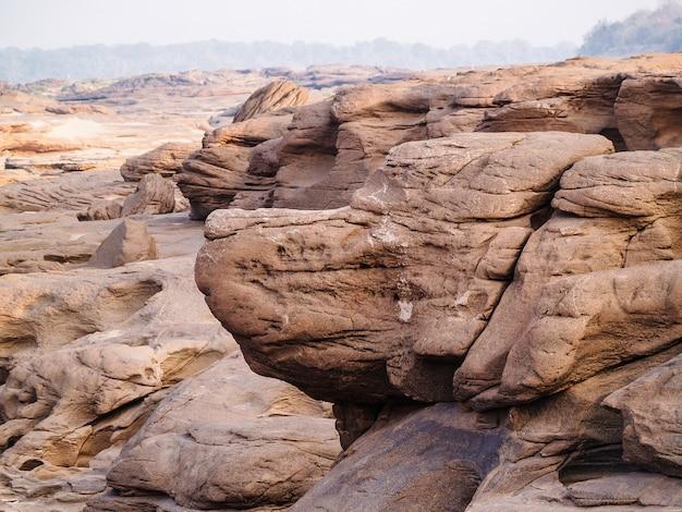 Natural da garganta da rocha no rio do mekhong
