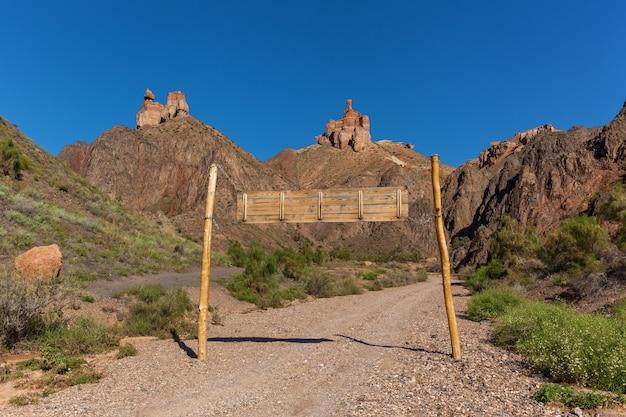 Natureza do cazaquistão charyn canyon, charyn canyon no cazaquistão. o vale dos castelos.