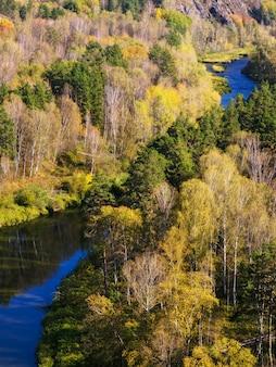 Natureza do outono nas montanhas