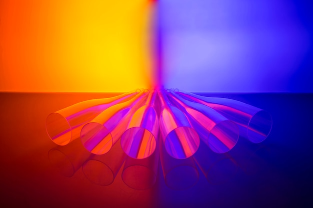 Natureza morta abstrata com figuras transparentes na cor