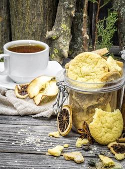Natureza morta com biscoitos e especiarias