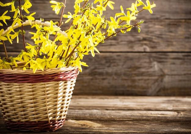 Natureza morta com flores amarelas