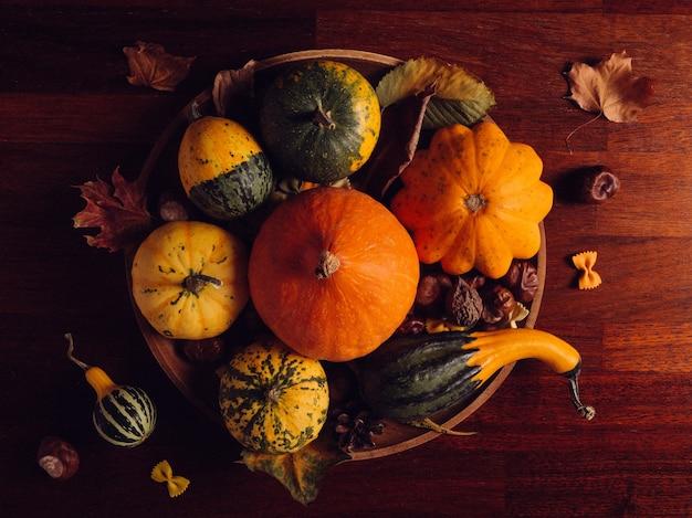 Natureza morta de outono com abóboras