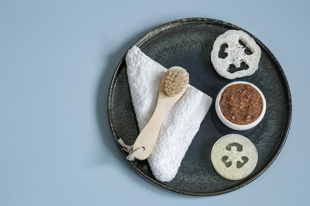 Natureza morta de spa com produtos orgânicos para o corpo e a pele de perto.