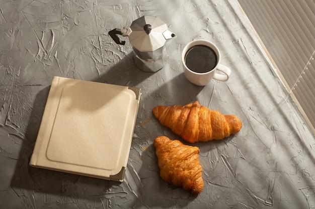 Natureza morta para manhã agradável com café