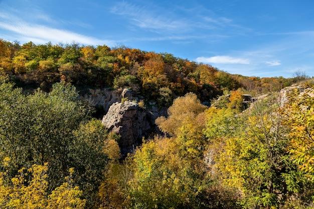 Natureza no outono do beech canyon ucrânia lugares interessantes e viagens na ucrânia