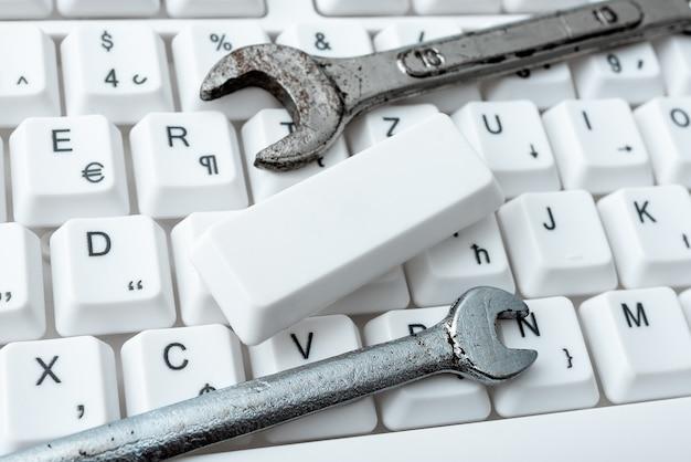 Navegação na internet, navegação online, digitação de palavras, dispositivo de escrita moderno, criação de conteúdo da web, designs de espaço de trabalho computadorizado, reparos de manutenção de trabalho eletrônico