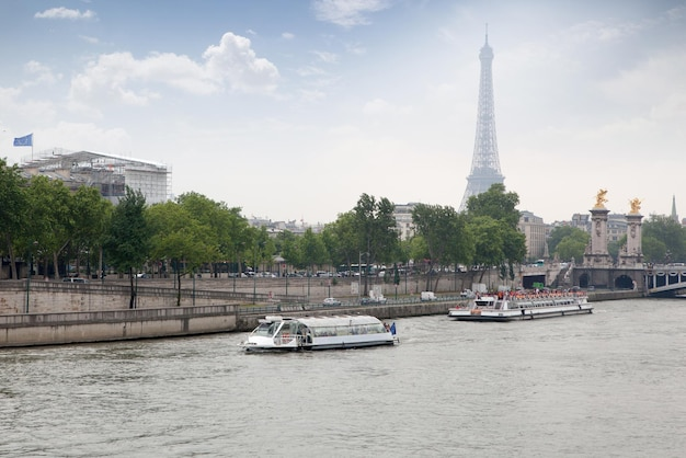 Navio bateaux parisiens no rio sena, paris