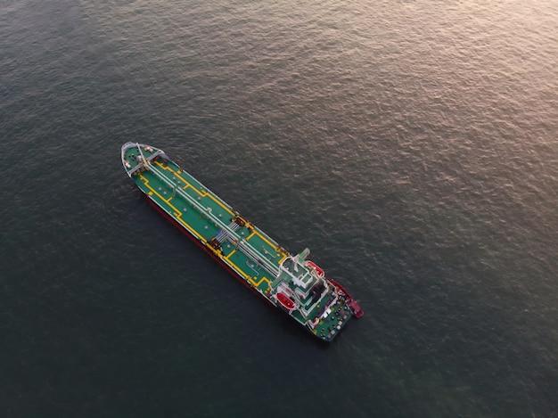 Navio, com, gás, cano, flutuante, armazenamento, unidade, importação, exportação, gás petróleo, para, jarda, porto