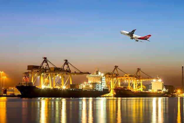 Navio de contêiner na importação