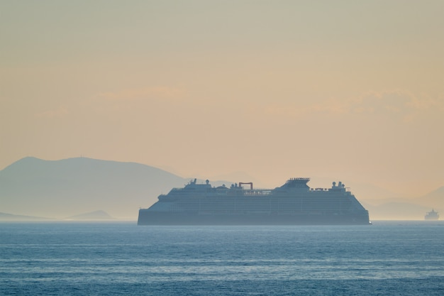 Navio de cruzeiro no mar mediterranea