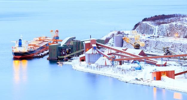 Navio de mineração de carga