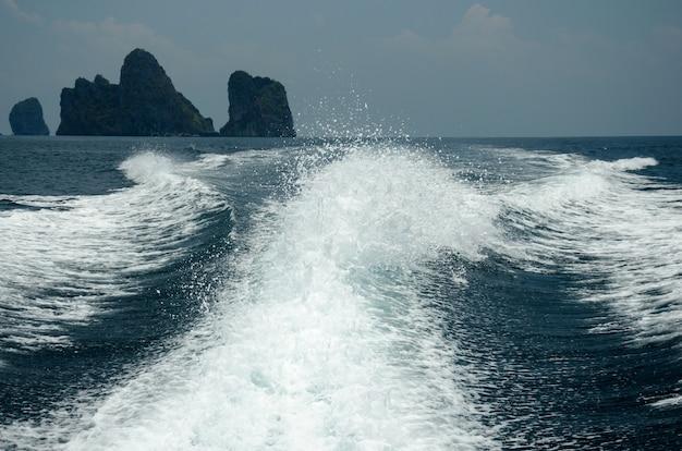 Navio de ondas